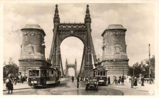 Budapest, Erzsébet híd, villamosok, automobil