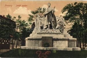 Pozsony, Pressburg, Bratislava; Petőfi szobor / statue