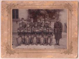 cca 1900 Katonai csoportkép, keményhátú fotó, megviselt állapotban, 16x22 cm.