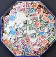 1951/1953 Épületek több ezer bélyeg bonbonos dobozban