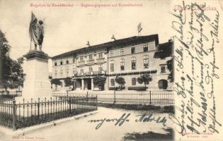 Lőcse, Levoca; megyeház és Honvéd szobor / county hall, statue (EK)