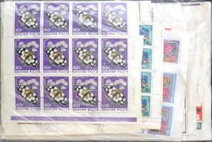 Több mint 100 klf képes bélyegív zacskóban