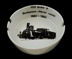 Zsolnay porcelán hamutartó 100 éves a Budapest-Pécsi vasút 1882-1982 felirattal, hibátlan, jelzett, d: 11 cm, m: 3,5 cm