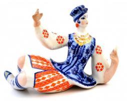Jelzett táncos lány, kézzel festett, hibátlan, h:13 cm, m:11 cm