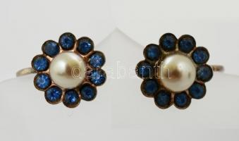 Ezüst(Ag) fülbevalópár kék üvegkövekkel és műanyag gyönggyel díszítve, jelzett, bruttó: 3,3 g