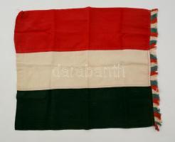 Régi magyar zászló, 43x50 cm.