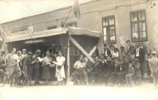 1951 Vasvár, M.N.D.SZ. könyvsátor, zenekar (EK)