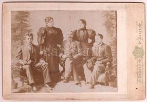 cca 1896 Családi csoportkép, keményhátú fotó Kemény kassai műterméből, 12x18 cm