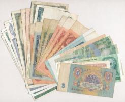 25db-os vegyes, főként jugoszláv és szovjet bankjegy tétel, közte Jugoszlávia 1992. 50.000D (2x), Ukrajna 1991. 1K T:III,III- 25pcs of various, mainly Yugoslav and Soviet banknotes, including Yugoslavia 1992. 50.000 Dinara, Ukraine 1991. 1 Karbovanets C:F,VG
