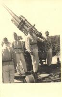 II. világháborús légvédelmi löveg, katonák / WWII anti-aircraft gun, soldiers