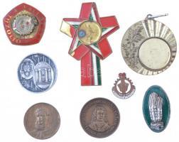 9db-os magyar jelvény és emlékérme tétel, közte 1957. 1919-1957 KISZ zománcozott, aranyozott jelvény miniatűrrel, tokban, DN Kossuth Lajos Br emlékérem (29mm) T:2-3