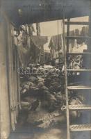 Hadihajó fedélzetén alvó matrózok / sleeping mariners on a battleships deck, Verlag Stephan Vlach (EK)