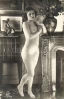 Nude lady, erotic postcard, Léo Paris (non PC)