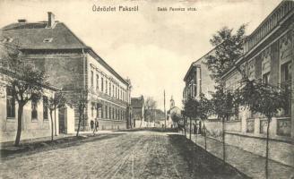 Paks, Deák Ferenc utca, kiadja Wiener Hajman (kis szakadás / small tear)