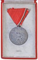 1959. Tanácsköztársasági Emlékérem ezüstözött Br érem mellszalaggal dísztokban (38mm) T:2 NMK.: 701