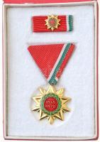 1970. Felszabadulási Jubileumi Emlékérem aranyozott, zománcozott Br kitüntetés mellszalagon, miniatűrrel szalagsávon, eredeti tokban T:1