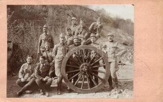 Tábori Posta, Festungscomando No. 126. / Budapesti 1. Népfelkelő Pótzászlóalj bélyeg / WWI K.u.K. military, soldiers group with cannon, photo