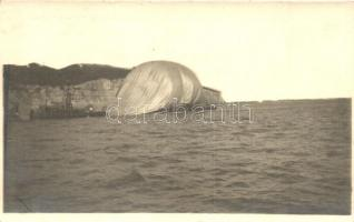 1915 Wrack der Citta di Jesi bei Pola / A Pola felett lelőtt első világháborús olasz léghajó / WWI The wreck of Italian airship Citta di Jesi near Pola, K.u.K. Navy destroyer battleship, Verlag A. Fischer (EK)