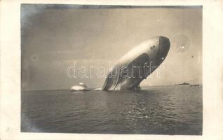 1915 A Pola felett lelőtt első világháborús olasz léghajó / WWI The wreck of Italian airship Citta di Jesi near Pola, photo (EK)