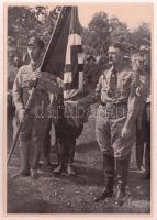 cca 1935 Adolf Hitler nagyméretű cigaretta gyűjtőkép. Propaganda / Large propaganda image 12x17 cm