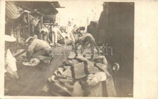 Első világháborús K.u.K. haditengerészek ébredés után a fedélzeten / WWI K.u.K. Kriegsmarine mariners waking up aboard, morning, photo (EK)
