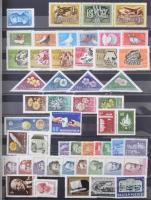 1957-1989 Gyűjtemény sorokkal, blokkokkal 16 lapos A4-es berakóban
