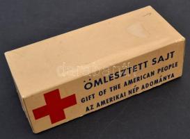1956 Ömlesztett sajtos karton doboz, az amerikai nép adománya felirattal, 15×6 cm