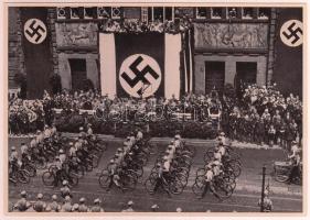 1933 Náci felvonulás nagyméretű cigaretta gyűjtőkép. Propaganda / Large nazi propaganda cigarette collectors card 12x17 cm