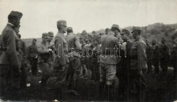 1917 Albert főherceg vitézségi éremmel tünteti ki a katonákat a harctéren / WWI K.u.K. military, Archduke Albert giving the Medal for bravery to the soldiers, photo (fl)