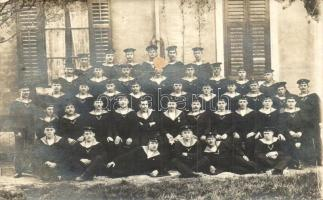 1915 SMS Adria matrózainak csoportképe / K.u.K. Kriegsmarine, mariners of SMS Adria, group photo (felületi sérülés / surface damage)