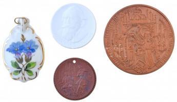 Németország 1969. 550 Jahre Universtät Rostock 1419-1969 (550 éves a Rostocki Egyetem) fém emlékérem (60mm) + 1992. Johannes Brahms / 150 Jahre - orden Pour le Mérite ( Johannes Brahms / 150 éves a Pour le Mérite-rend) porcelán emlékérem (38,5mm) + DN Weinfest Meissen (Meissen-i Borfesztivál) porcelán emlékérem fúrt lyukkal (36mm) + DN Virág mintás porcelán medál akasztóval (35x56mm) T:1-,2 Germany 1969. 550 Jahre Universtät Rostock 1419-1969 (550 Anniversary of the University of Rostock) metal commemorative medal (60mm) + 1992. Johannes Brahms / 150 Jahre - orden Pour le Mérite (Johannes Brahms / 150 Anniversary of the Order of the Pour le Mérite) porcelain commemorative medal (38,5mm) + ND Weinfest Meissen (Wine Festival of Meissen) porcelain commemorative medal with a hole (36mm) + ND Floral pattern porcelain medal with hanger (35x56mm) C:AU,XF