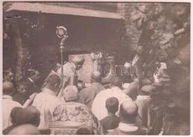 1914 Szeged, a fogadalmi templom alapkő-letételi ünnepe Glattfelder Gyula püspök. Korabeli sajtófotó hozzátűzött leírással 16x11 cm