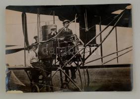 1914 Cody Franklin Samuel angol repülős. Korabeli sajtófotó, hozzátűzött szöveggel / British plane pilot