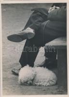 cca 1932 Kinszki Imre (1901-1945): Déli alvás, pecséttel jelzett, aláírt vintage fotóművészeti alkotás, 18x13 cm