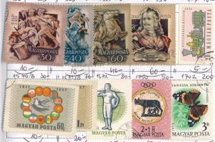 522 db magyar bélyeg, benne Keskeny Madonna és Repülő 20Ft 5 db cserefüzetben