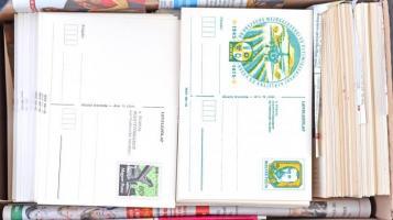 Kb. 1000 db használatlan alkalmi díjjegyes levelezőlap