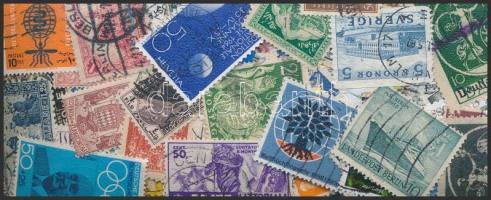 Több, mint 1.500 db vegyes külföldi bélyeg, közte sok jó érték zacskóba ömlesztve