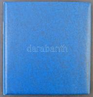 Lindner gyűrűs, kék albumfedél, benne 32 db műanyag albumlap