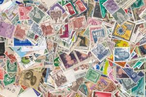 Vegyes külföldi 222 gramm bélyeg zacskóban ömlesztve