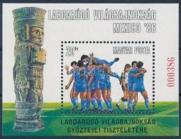 1986 Labdarúgó VB, Mexikó blokk felülnyomással hátoldalán A MAGYAR POSTA AJÁNDÉKA felirattal (18.000)