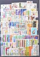 Románia gyűjtemény 2.280 db bélyeg többletpéldányokkal + 14 db blokk 16 lapos nagyalakú berakóban
