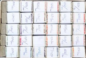 160 db Épületek bündli kutatáshoz, kis dobozban