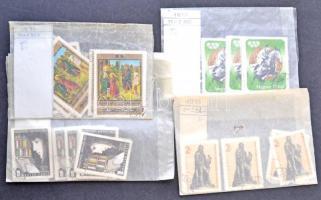 1970-1985 sok ezer darab bélyeg pergamen tasakokban 2 dobozban