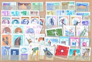 Kb. 3.500 db 10-es köteg (~35.000 db bélyeg) vegyes külföldi anyag, Európa, Amerika, Ázsia, Ausztrália 26 lapos, fekvő A4-es berakóban