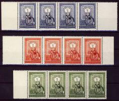 1951 80 éves a magyar bélyeg sor négyes csíkokban, az 1 Ft bal, a 2 Ft jobb oldali üres mezővel (29.200)