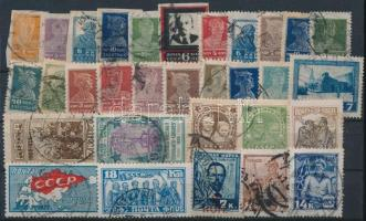 Szovjetunió 1923-1928 31 db klf bélyeg stecklapon (Mi EUR 100,-)