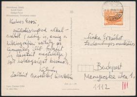 1979 Vargha Kálmán (1925-1988) irodalomtörténész üdvözlő sorai egy képeslapon Zelk Zoltánné Sinka Erzsébet irodalomtörténésznek, Zelk Zoltánnak is szóló üdvözléssel.