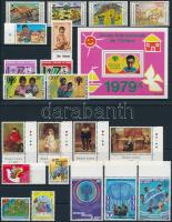 Nemzetközi gyermekév motívum 9 klf sor + 1 blokk + 3 db önálló érték 3 stecklapon International Children's Year 9 set + 1 block + 3 stamp