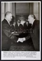 1972 Kádár János 60. születésnapja alkalmából a Szocialista Munka Hőse címet kapja, MTI Fotó, feliratozva, 26,5x18,5 cm