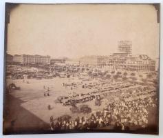 cca 1883 Szeged, Széchenyi tér, Új Városháza építése. Piac a téren. Nagyméretű fotó kartonon. 33x26 cm